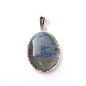 Beautiful Dainty Labradorite Oval Pendant.