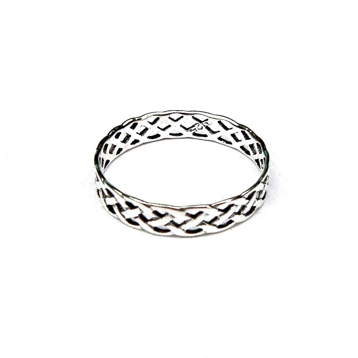Beautiful Dainty Silver Celtic Ring