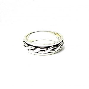 Beautiful Silver Spinner Ring.